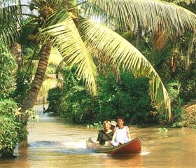 Thailand Travel - explore the klongs (canals) of Bangkok, the Venice of the East, before travelling on to Chiang Mai